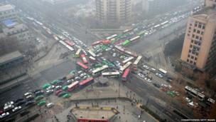 Vehicles are stuck in a traffic jam in heavy smog after the traffic lights broke down in Xian, China