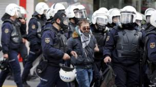 Riot police arrest a protester in Ankara (12 March 2014)