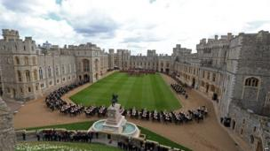 Mounted soldiers parading around the Quadrangle at Windsor Castle
