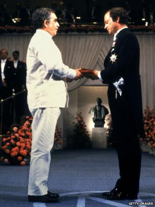Colombian writer Gabriel Garcia Marquez (L) receives the Nobel Prize for Literature from the hand of King Carl Gustav of Sweden 10 December 1982 in Stockholm.