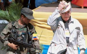 Gabriel Garcia Marquez (R) walks alongside a leftist rebel during the opening of the peace talks, 7 January 1999 in San Vicente del Caguan, southeast Colombia, that has been cleared of government troops for the talks.