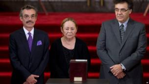 Mercedes Barcha, centre, widow of Gabriel Garcia Marquez is accompanied by her sons Gonzalo, left, and Rodrigo in Mexico City, April 21, 2014.