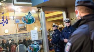 Police checks in Duesseldorf, 16 Jan 16