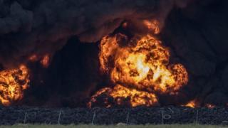 Spanish tyre blaze causes 'toxic cloud'