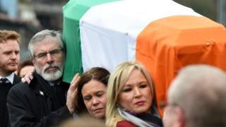 Sinn Féin President Gerry Adams, Sinn Féin southern leader Mary Lou McDonald and Northern Ireland leader Michelle O'Neill carry the coffin of the late Martin McGuinness as the funeral cortege passes through the streets of Derry on 23 March 2017