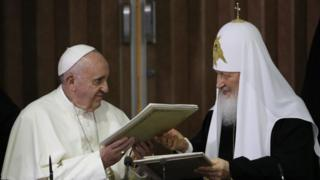 Pope Francis (left) and Russian Orthodox Patriarch Kirill exchange a joint declaration on religious unity at the Jose Marti International airport in Havana, Cuba (12 February 2016)
