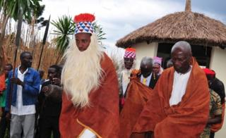 The Omukama of Toro, Rukirabasaija Oyo Nyimba Kabamba Iguru Rukiidi IV, known as King Oyo, takes part in a traditional procession after reading a message from USAID in his capacity as Ambassador to Africa for the fight against HIV/AIDS during his 21st birthday celebrations at the royal palace in Karuzika overlooking Fort Portal, western Uganda on September 17, 2016.