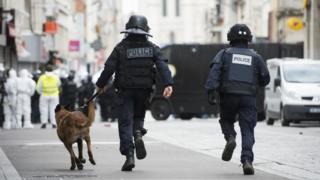 French raid police in St Denis