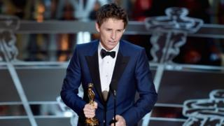 Eddie Redmayne with his 2015 Oscar