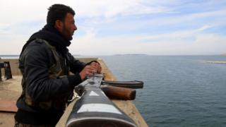 Member of the Syrian Democratic Forces (SDF) at a recaptured part of the Tabqa dam in northern Syria (27 March 2017)
