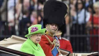 Queen's birthday: Street party closes celebrations - BBC News