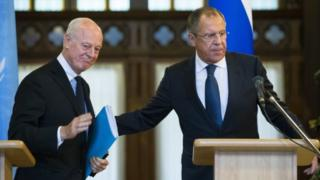 Russian Foreign Minister Sergey Lavrov (right) and UN Special Envoy for Syria Staffan de Mistura (04 November 2015)