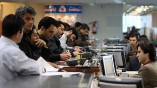 Customers at Bank Mellat in Tehran on 10 December 2007