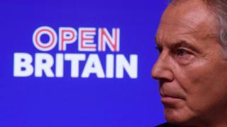 """رئيس الوزراء البريطاني السابق، توني بلير، خلال إلقاء خطاب في حفل نظمته مجموعة """"أوبن بريتن"""" في لندن"""