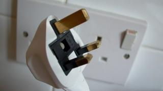 Electricity socket and plug