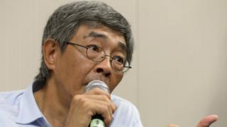 香港で記者会見する「銅鑼湾書店」の林栄基店長(16日)