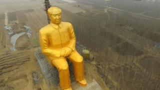 "This photo taken on January 4, 2016 shows a huge statue of Chairman Mao Zedong under construction in Tongxu county in Kaifeng, central China""s Henan province."
