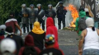 Students demonstrators clash with police during a protest against Venezuelan President Nicolas Maduro's government in San Cristobal on 2 March, 2016.