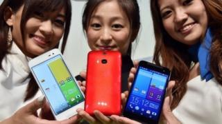 Models displaying HTC phone