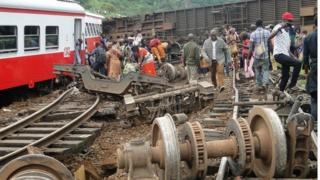 Passenger escapes the site of a train derailment in Eseka on October 21, 2016