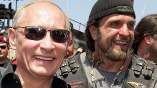 """С """"Ночными волками"""" президент Путин знаком лично, и уже не первый год (фото 2010 года)"""