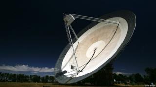CSIRO)Australia Telescope National Facility at Parkes, Australia points to the sky October 27, 2006.