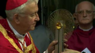 Thomas Becket bone fragment to be carried to Canterbury - BBC News