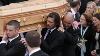 Jim Carrey attends the funeral of Cathriona White on 10 October, 2015