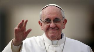 Pope Francis waves to the crowd 27 March 2013