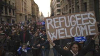 Barcelona criticism to support refugees draws thousands