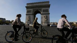 Tourists on bicycles near the Arc de Triomphe, Paris (15 November)