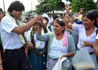 Evo Morales arrives at the community of Villa 14 in the Chapare region, 21 February 2016