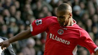 Marcus Bent playing for Charlton Athletic in 2006