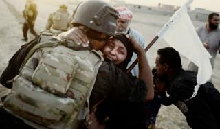 A female civilian hugs a solider after the Golden Division captured Bazwaya, the last village on the outskirts of Mosul (24 October 2016)