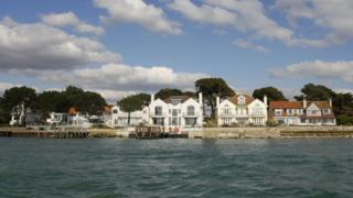 Most expensive UK seaside towns named - BBC News