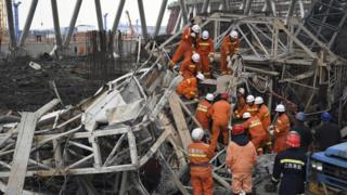 """In this photo released by Xinhua News Agency, rescue workers look for survivors after a work platform collapsed at the Fengcheng power plant in eastern China""""s Jiangxi Province, Nov. 24, 2016"""