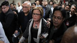 Senator Leila de Lima is taken away from the Senate in Manila (24 Feb 2017)