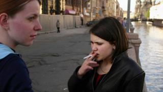 روسيا تدرس حظر التدخين مستقبلا على أبناء العقد الحالي