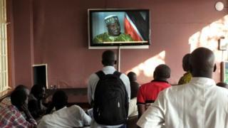 South Sudanese watch Riek Machar on TV