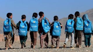 تصاویری از کودکان با کوله پشتیهای یونیسف