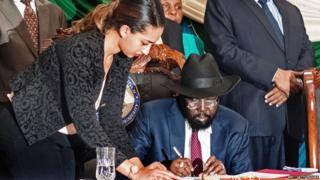 "South Sudan""s President Salva Kiir (C) signs a peace agreement in the capital Juba 26 August 2015."