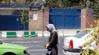 File photo showing Iranian woman walking past the entrance to the British embassy building in Tehran (21 August 2015)