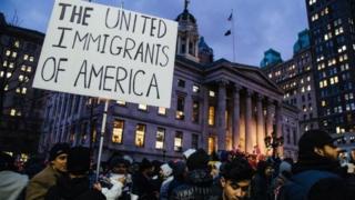تلاش وکلای خانواده افغان برای آزادی آنها پس از ورود به آمریکا با ویزای مهاجرتی