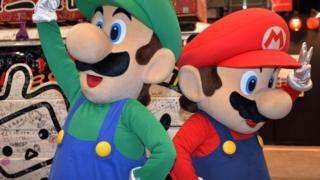 "Super Mario ""blockbusters"""