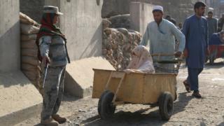 صد زن؛ یک زن در برابر ۱۱۵ مرد؛ سایه سنت بر سر پلیس مرزی افغانستان