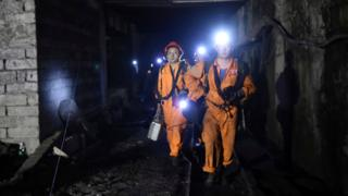 Rescuers at the Jinshangou coal mine in Chongqing, 31 October 2016.