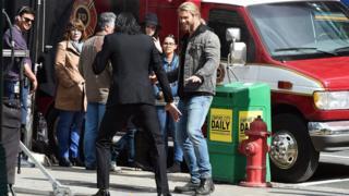 Tom Hiddleston and Chris Hemsworth on the set of Thor 3