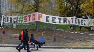 با وجود استقبال کانادا از نهایی شدن این پیمان، مخالفان آن روز ۲۸ اکتبر (هفتم آبان) در بلژیک در برابر پارلمان این کشور تجمع کردند