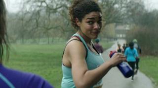 Mulher em anúncio do MI6