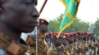 Soldiers from Burkina Faso during a military funeral ceremony in Ouagadougou (18 October 2016)